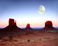 Moon rise in Monument Valley.